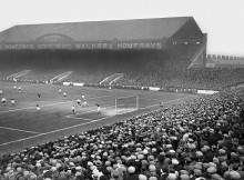 Man City play Portsmouth at Maine Road in January 1936