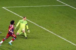 90' Aguero converts from Boateng's error